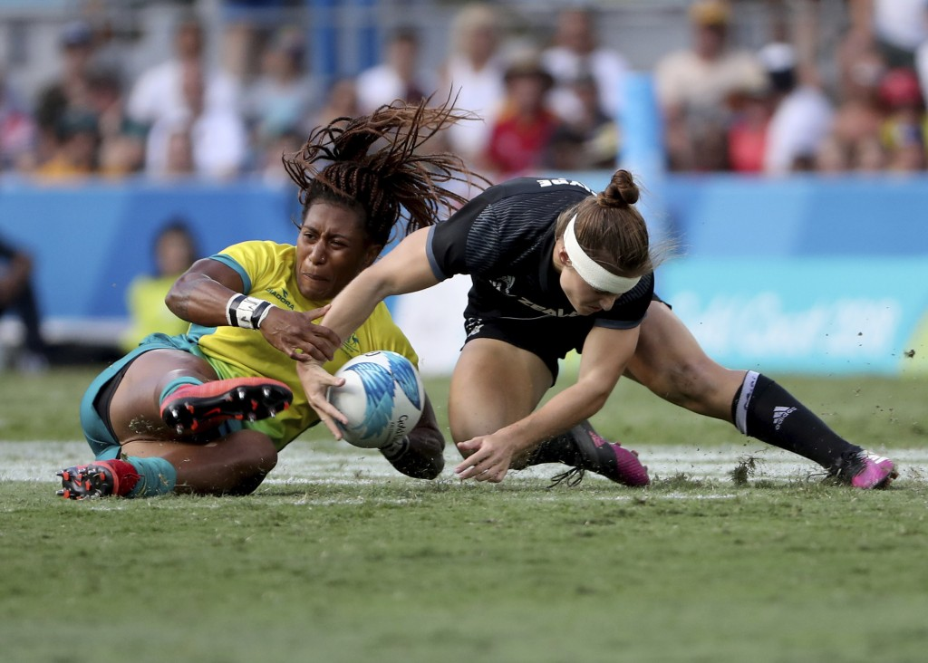 New Zealand's Michaela Blyde, right, and Australia's Ellia Green battle for the ball during their women's rugby sevens gold medal match at Robina Stad