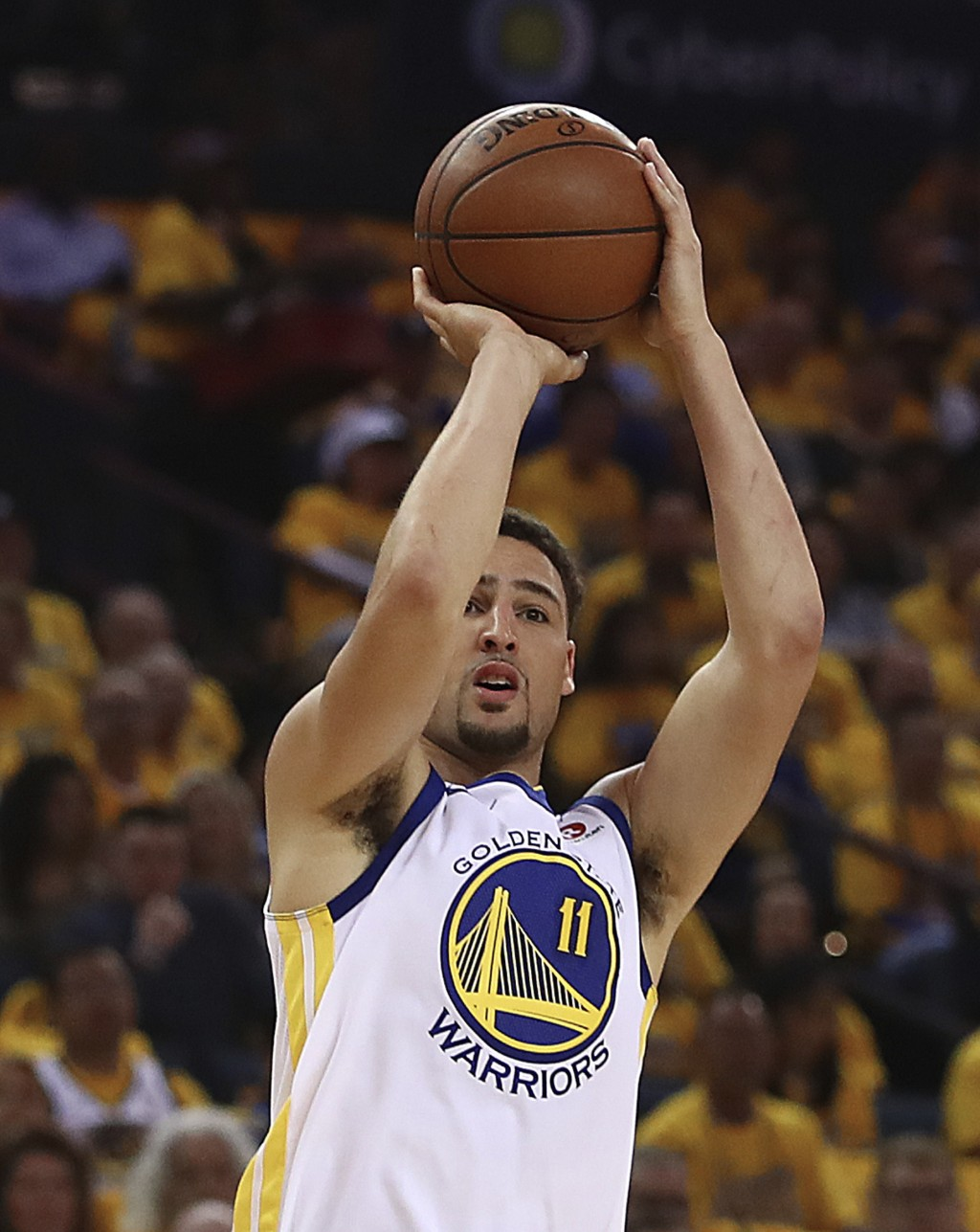 Golden State Warriors' Klay Thompson shoots against the San Antonio Spurs during the first half in Game 1 of a first-round NBA basketball playoff seri