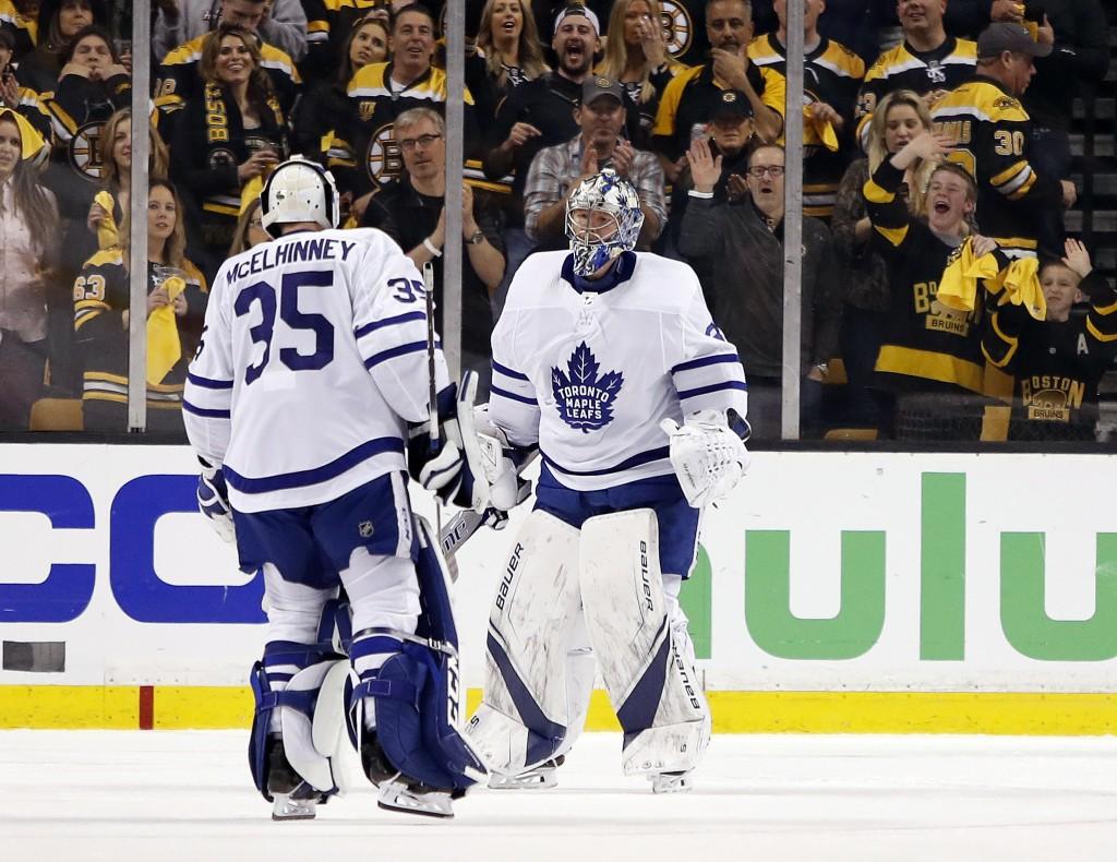 Toronto Maple Leafs goaltender Curtis McElhinney (35) replaces goaltender Frederik Andersen after Andersen gave up three goals to the Boston Bruins du