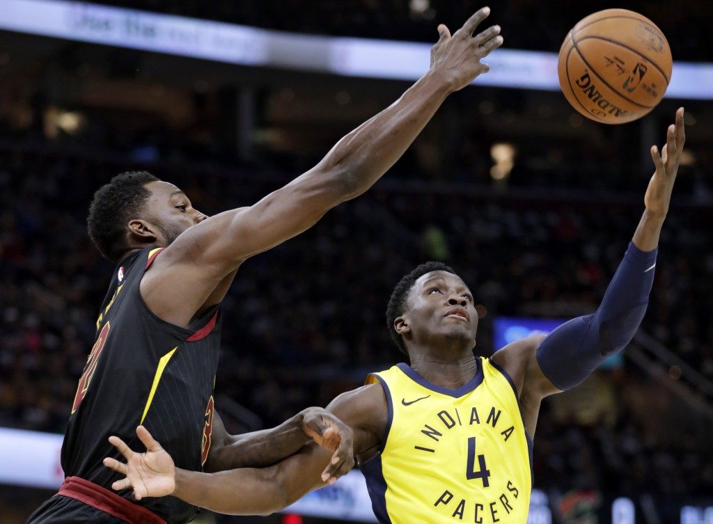 Cleveland Cavaliers' Jeff Green, left, and Indiana Pacers' Victor Oladipo (4) battle for a rebound in the first half of Game 1 of an NBA basketball fi