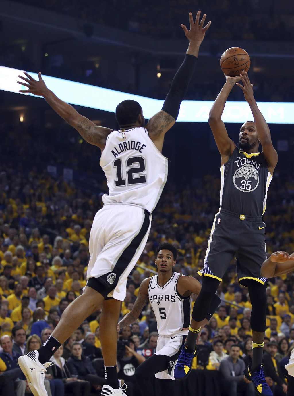 Golden State Warriors' Kevin Durant, right, shoots against San Antonio Spurs' LaMarcus Aldridge (12) during the first quarter in Game 2 of a first-rou