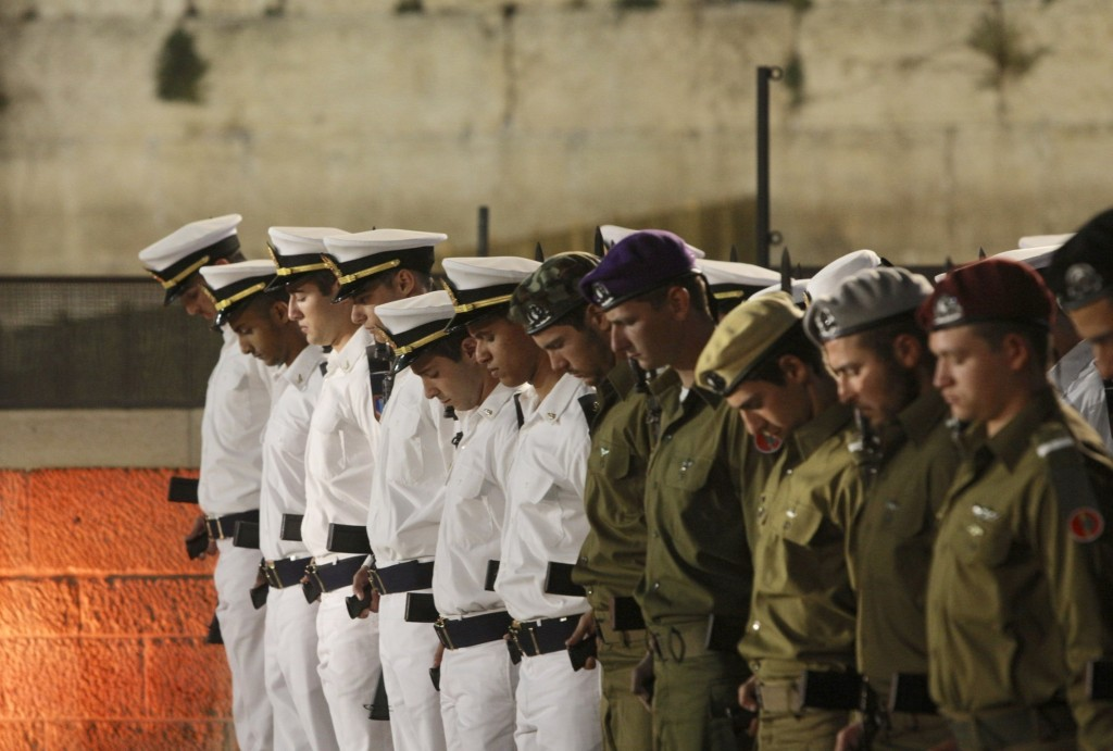 Israeli soldiers stand in formation as a siren sounds to mark the annual Memorial Day for Israel's fallen soldiers at the Western Wall, the holiest si