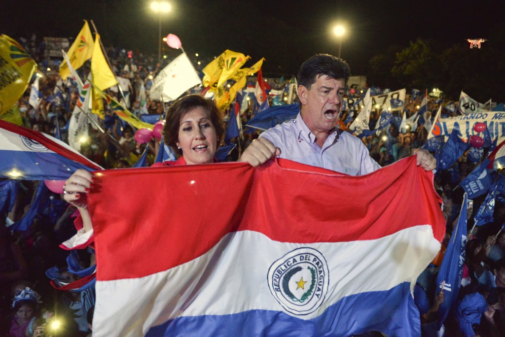 Efrain Alegre, presidential candidate for the Ganar Alliance political party, and his wife Miriam Irun, hold a Paraguayan flag during his closing rall