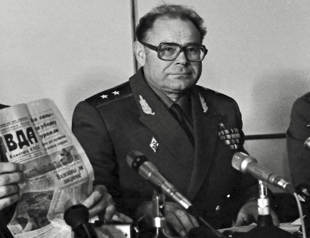 In this photo taken on on Oct. 4, 1987, Lt. Gen. Anatoly Kuntsevich, a deputy commander of the Soviet chemical troops, attends a meeting with Western ...