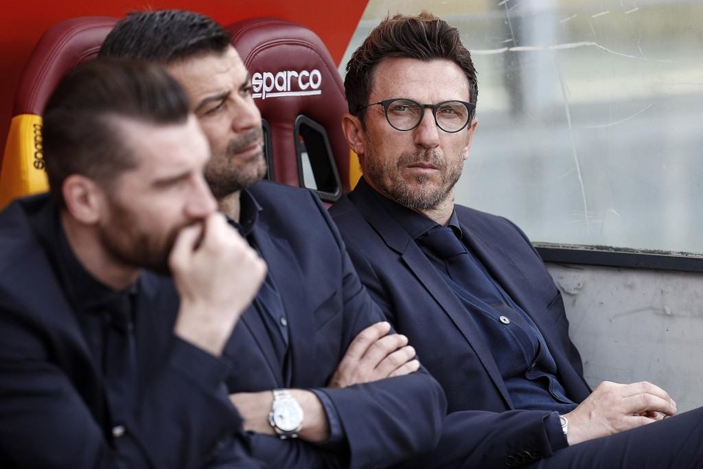 Roma coach Eusebio Di Francesco, right, sits on the bench prior to the Serie A soccer match between Roma and Chievo Verona, at the Rome Olympic Stadiu...