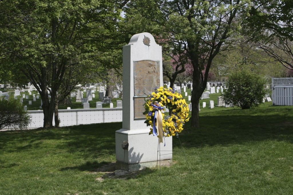 """This May 2015 photo provided by the Daughters of the American Revolution (DAR) shows the gravesite honoring Revolutionary War hero Margaret """"Captain M..."""