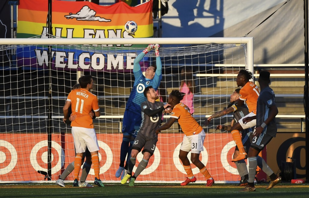 Minnesota United goalkeeper Bobby Shuttleworth (33) made a save off a corner kick in the first half of an MLS soccer game against the Houston Dynamo, ...