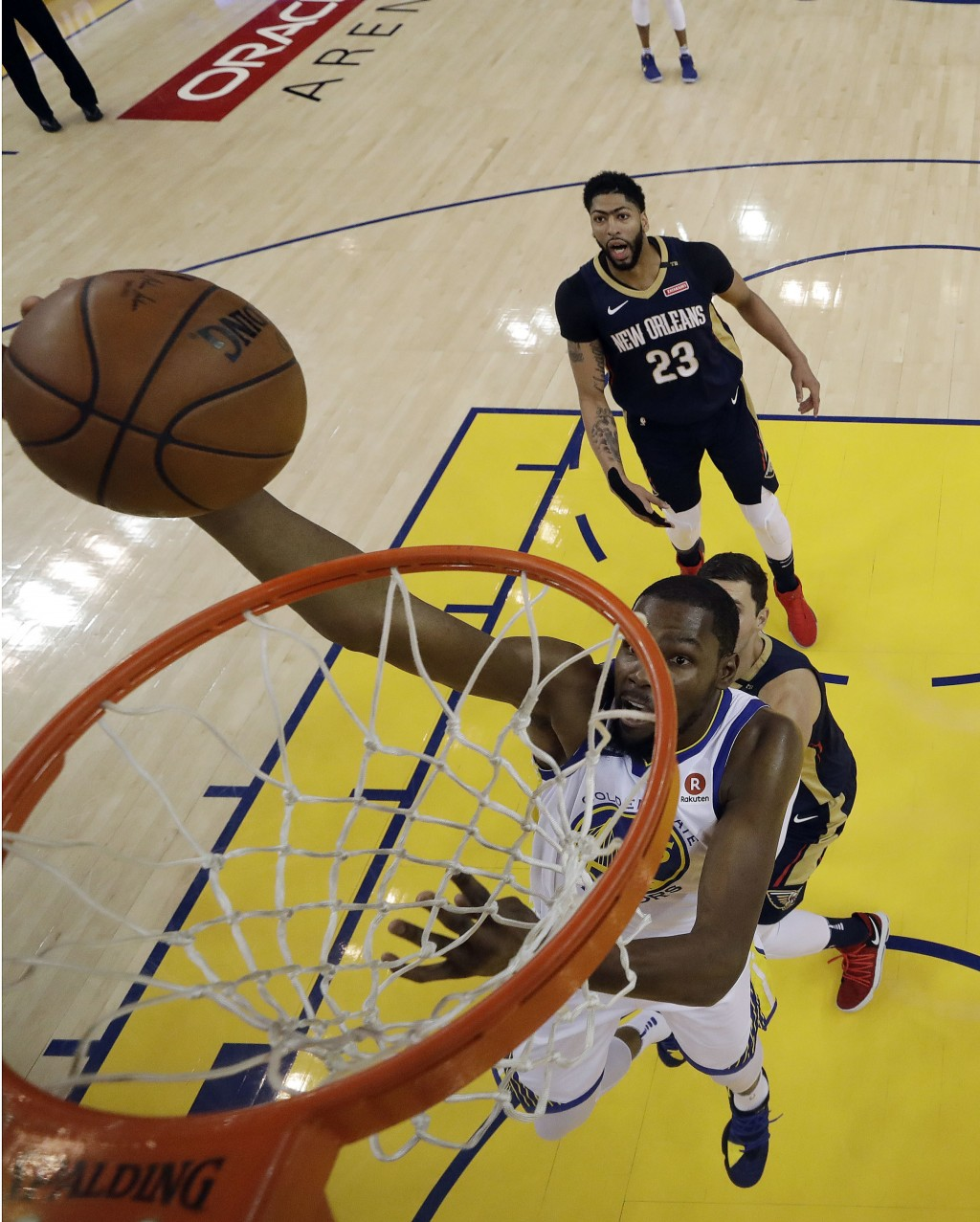 Golden State Warriors' Kevin Durant drives to the basket against the New Orleans Pelicans during the first half in Game 1 of an NBA basketball second-...
