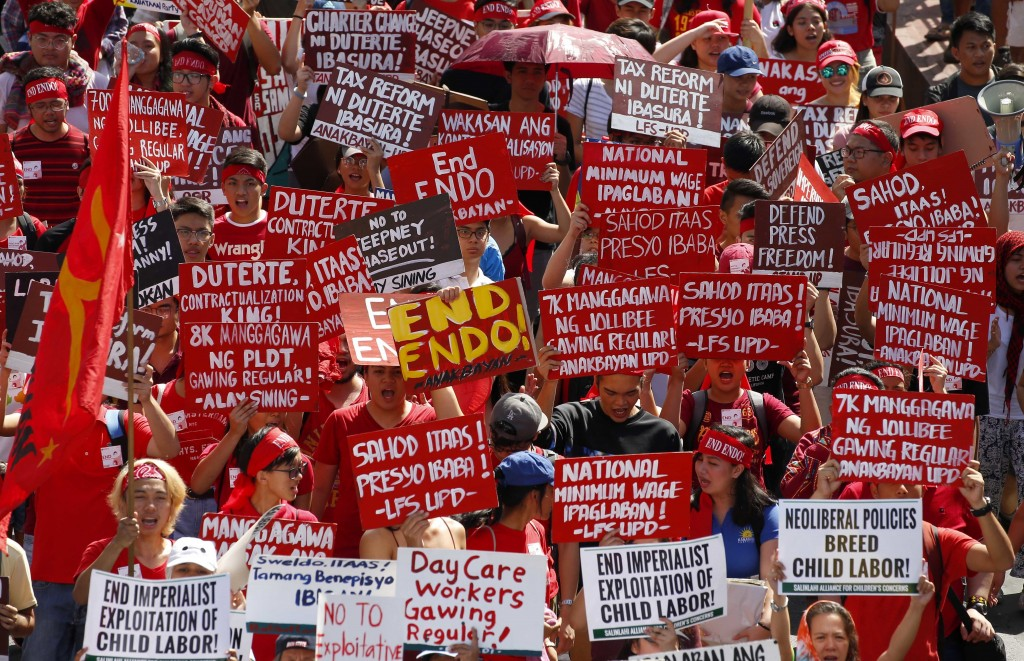 Protesters, mostly workers, march towards the Presidential Palace during the global commemoration of Labor Day Tuesday, May 1, 2018 in Manila, Philipp...