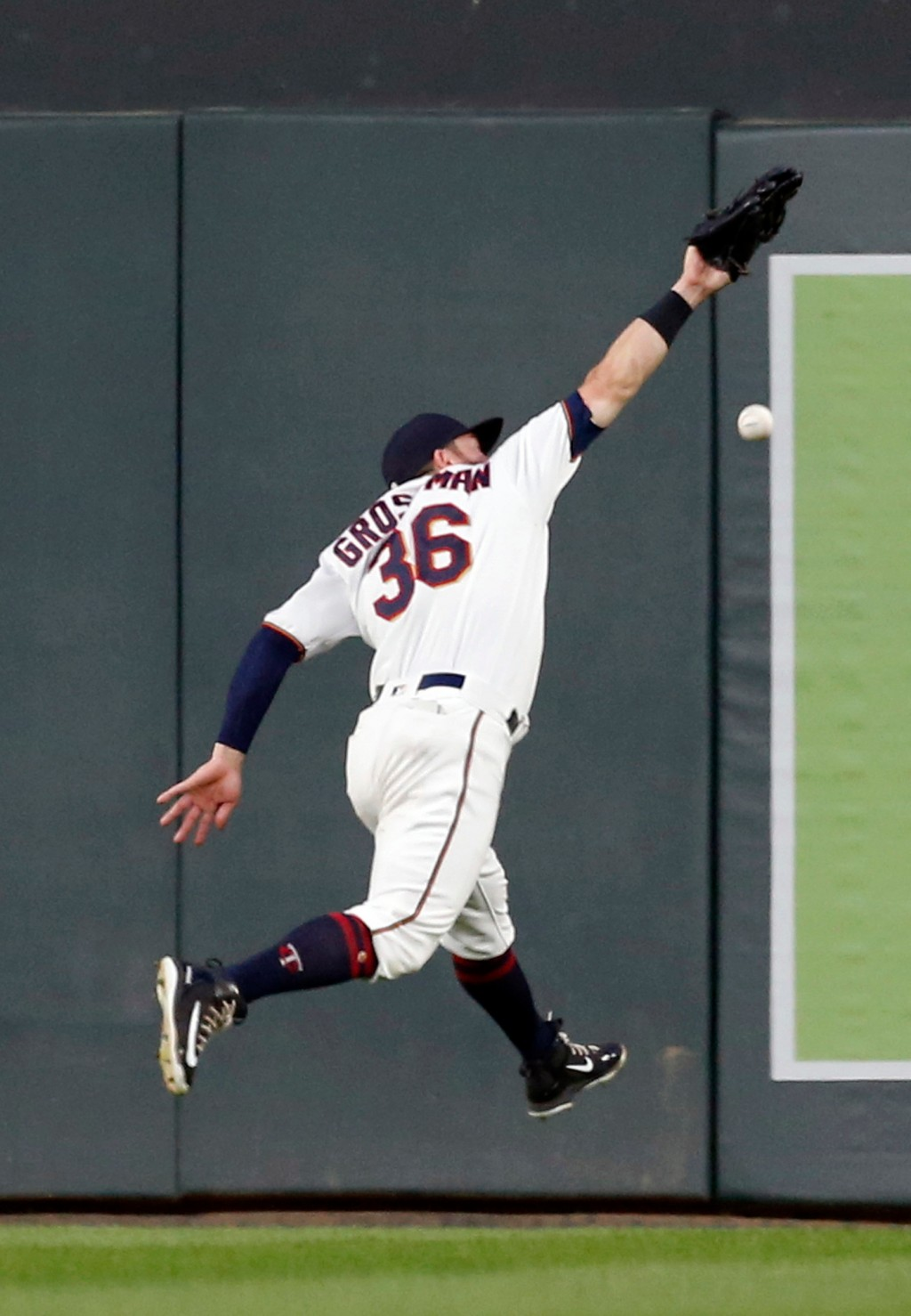Minnesota Twins right fielder Robbie Grossman reaches in vain for a fly-ball double by Toronto Blue Jays' Teoscar Hernandez in the fourth inning of a ...