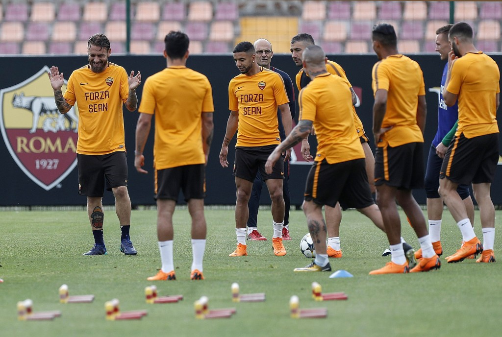 """AS Roma's Daniele De Rossi, left, and his teammates wear shirts with writing reading """"Go Sean"""", dedicated to Liverpool fan Sean Cox, who remains in a ..."""