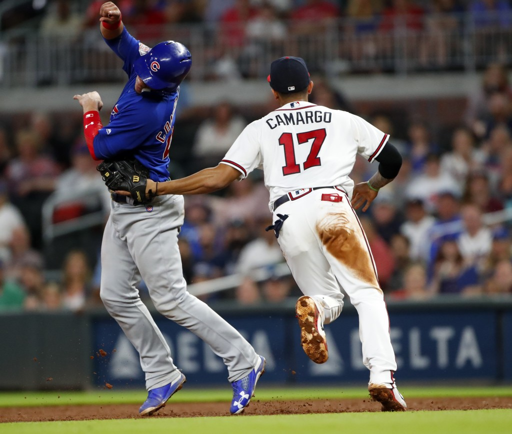 Chicago Cubs' Willson Contreras (40) is tagged out by Atlanta Braves shortstop Johan Camargo (17) after being caught in a rundown between first and se