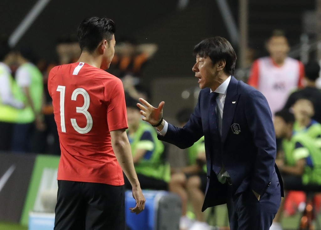 South Korea's head coach Shin Tae-yong, right, speaks to Son Heung-min during a friendly soccer match against Bosnia and Herzegovina at Jeonju World C...