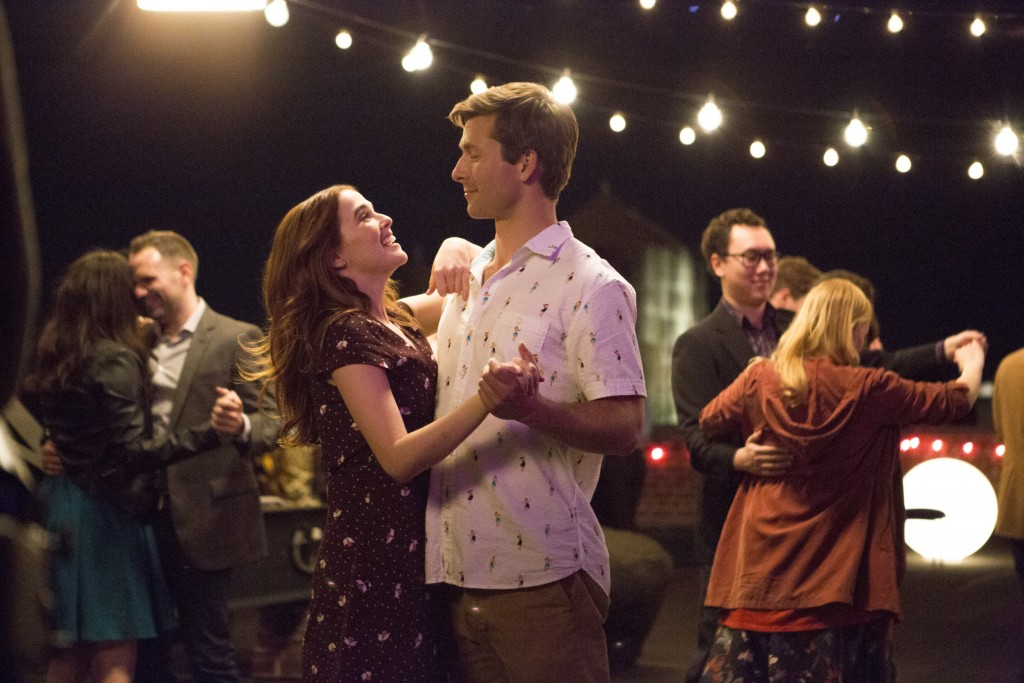 "This image released by Netflix shows Zoey Deutch, left, and Glen Powell in a scene from ""Set It Up,"" premiering June 15 on Netflix. (KC Baily/Netflix"