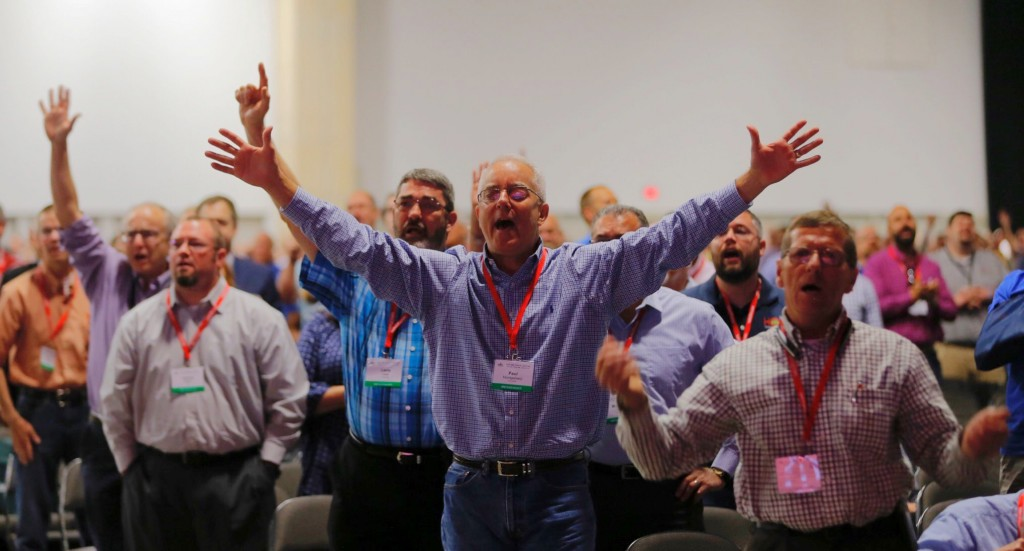Messengers worship God during singing after a sermon by the Rev. Steve Gaines, the current president, at the 2018 annual meeting of the Southern Bapti