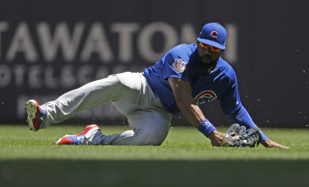Chicago Cubs' Jason Heyward makes a diving catch on a ball hit by Milwaukee Brewers' Erik Kratz during the second inning of a baseball game Wednesday,