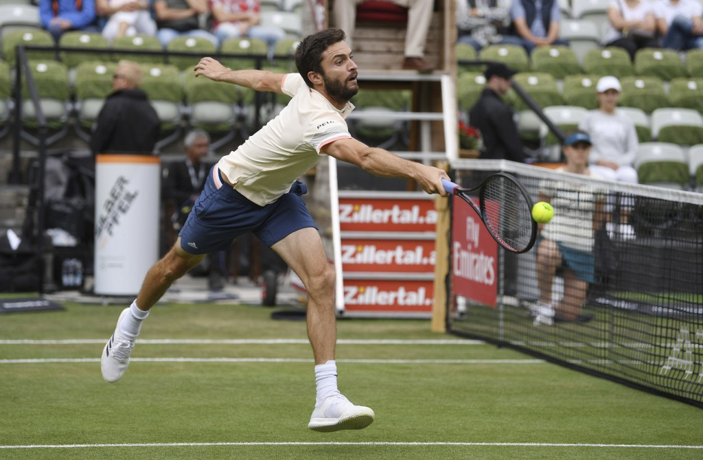 Gilles Simon returns the ball to Feliciano Lopez during their match at the ATP Mercedes Cup tournament in Stuttgart, Thursday, June 14, 2018 in Aktion