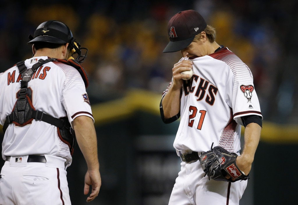 Arizona Diamondbacks starting pitcher Zack Greinke (21) pauses on the mound with catcher Jeff Mathis, left, just before Greinke is taken out in the fi