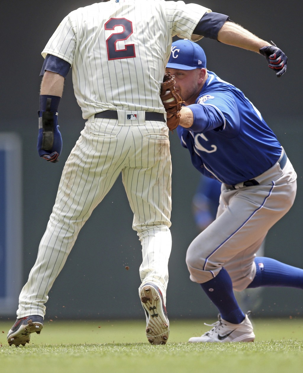 Kansas City Royals first baseman Lucas Duda, right, tags out Minnesota Twins' Brian Dozier during a rundown between first and second in the third inni