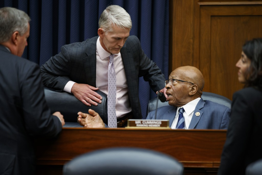 Chairman of the Oversight and Government Reform Committee Rep. Trey Gowdy, R-S.C., left, speaks with the ranking member of the committee Rep. Elijah C