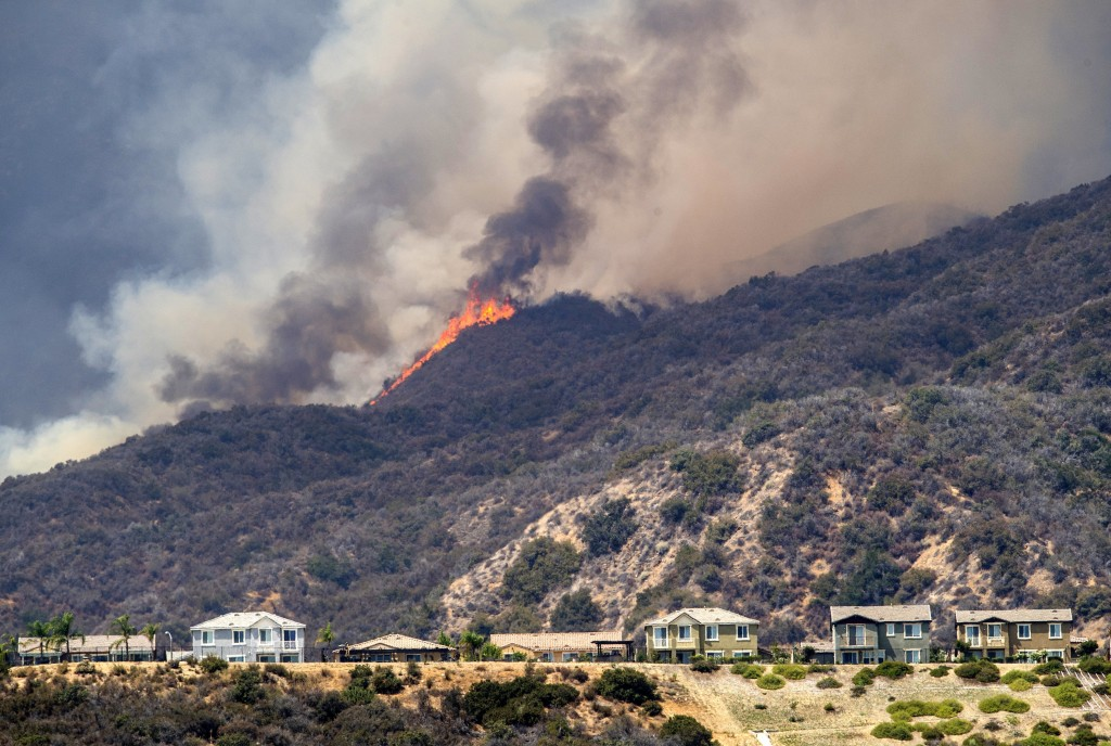 "The ""Holy Fire"" burns near homes in Lake Elsinore, Calif., on Wednesday, Aug. 8, 2018. (Mark Rightmire/The Orange County Register via AP)"