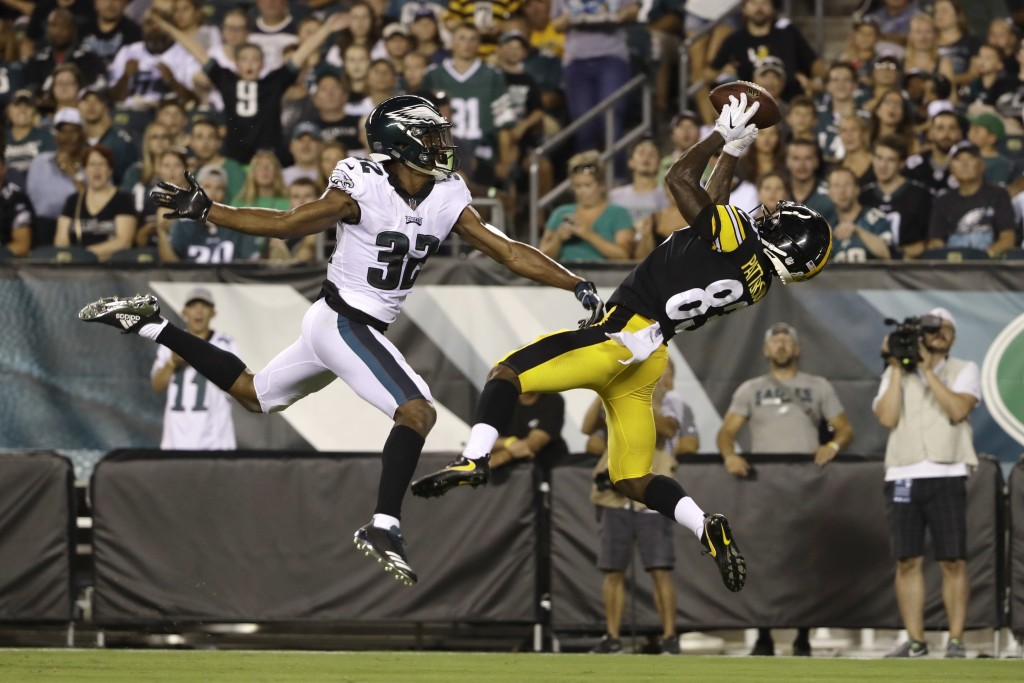 Pittsburgh Steelers' Damoun Patterson, right, catches a touchdown pass next to Philadelphia Eagles' Rasul Douglas during the first half of a preseason