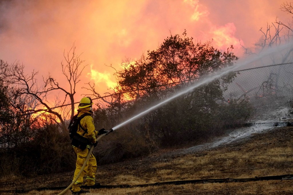 A firefighter battles the Holy Fire burning in the Cleveland National Forest in Lake Elsinore, Calif., Thursday, Aug. 9, 2018. (AP Photo/Ringo H.W. Ch