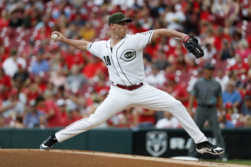 Cincinnati Reds starting pitcher Anthony DeSclafani throws in the first inning of a baseball game against the Arizona Diamondbacks, Friday, Aug. 10, 2