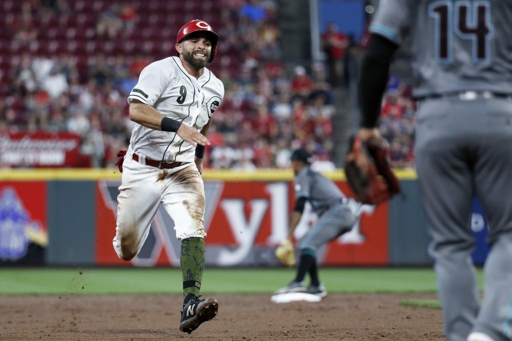 Cincinnati Reds' Jose Peraza runs to third on a single by Joey Votto off Arizona Diamondbacks starting pitcher Clay Buchholz during the sixth inning o