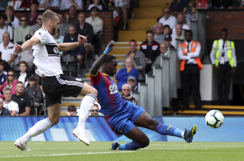 Crystal Palace's Jeffrey Schlupp, right, scores his side's first goal of the game against Fulham, during their English Premier League soccer match at