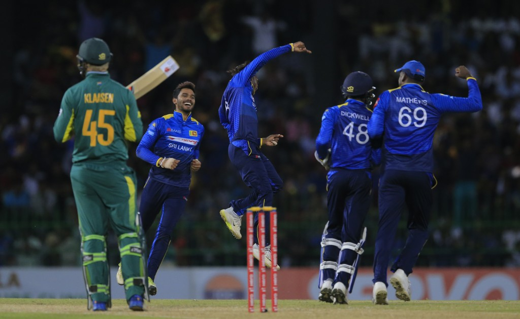 Sri Lanka's Akila Dananjaya, center, celebrates the dismissal of South Africa's Heinrich Klaasen with Angelo Mathews during their fifth one-day intern