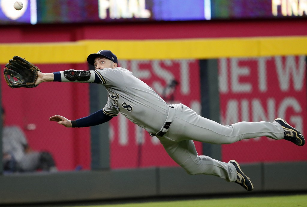 Milwaukee Brewers left fielder Ryan Braun makes a diving catch of a line drive off the bat of Atlanta Braves' Ender Inciarte in the seventh inning of