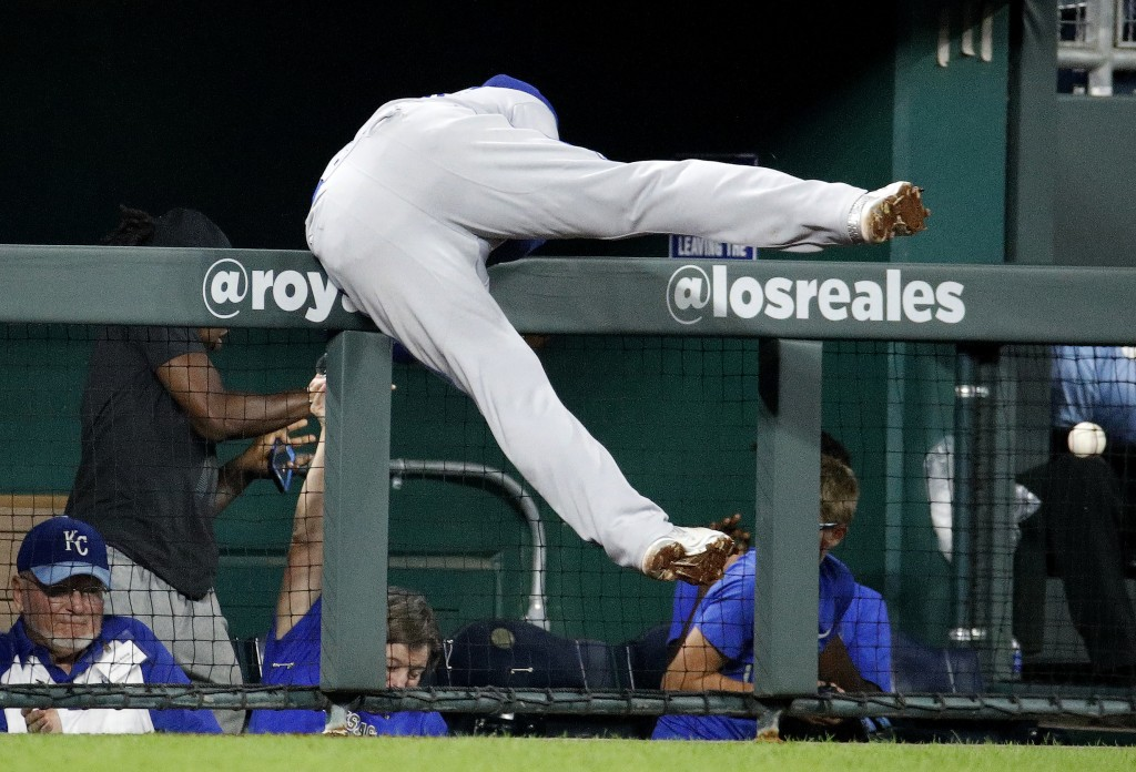 Toronto Blue Jays third baseman Russell Martin tries for but misses a foul ball hit by Kansas City Royals' Lucas Duda during the sixth inning of a bas...