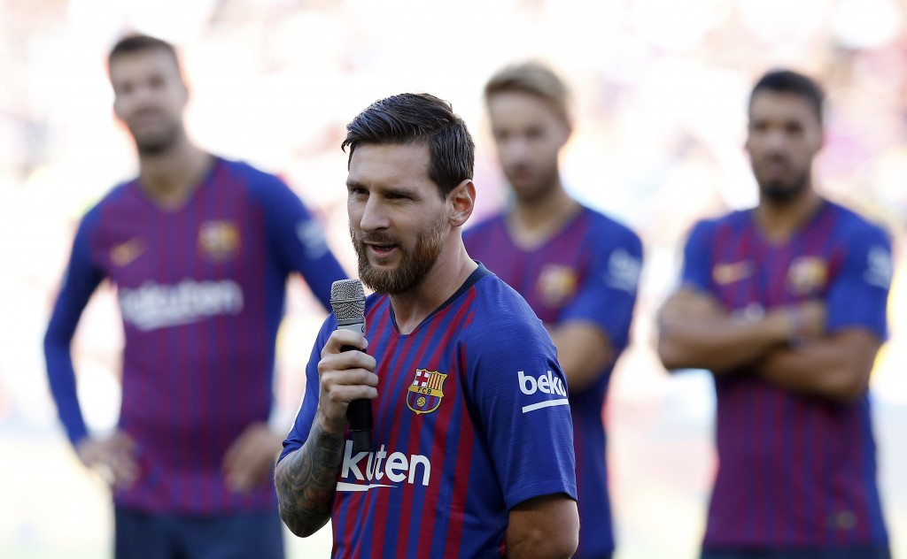 FC Barcelona's Lionel Messi talks to the crowd ahead of the Joan Gamper trophy friendly soccer match between FC Barcelona and Boca Juniors at the Camp...