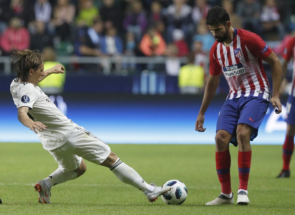 Real Madrid's Luka Modric, left, and Atletico's Diego Costa challenge for the ball during the UEFA Super Cup final soccer match between Real Madrid an...