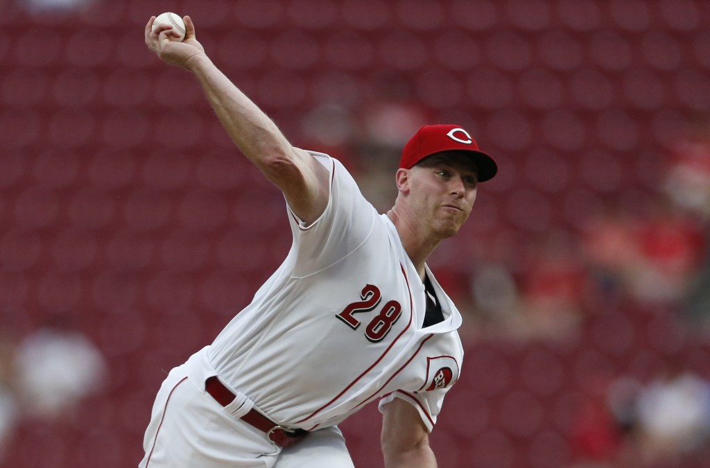 Cincinnati Reds starting pitcher Anthony DeSclafani throws to a San Francisco Giants batter during the first inning of a baseball game Friday, Aug. 17...