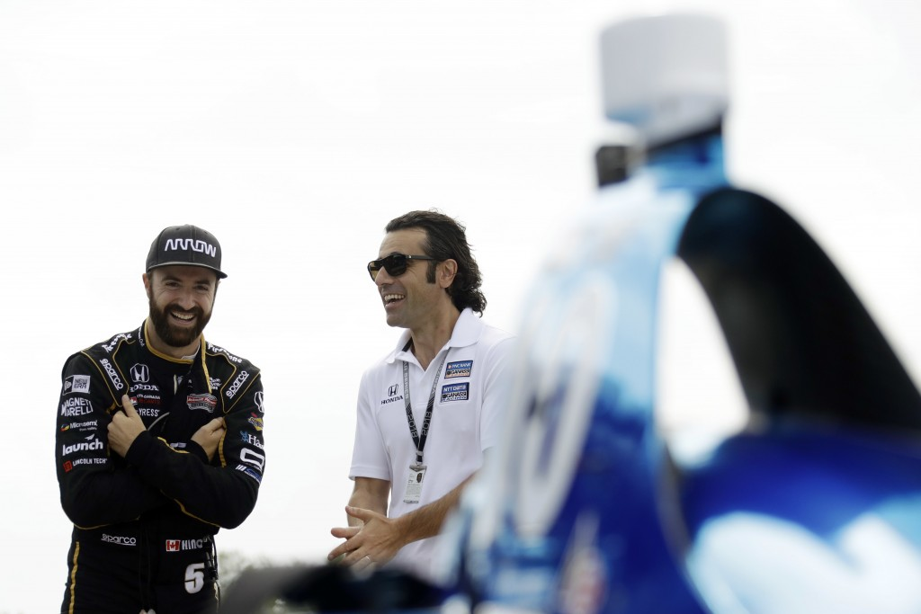 James Hinchcliffe, left, and Dario Franchitti talk before a practice session for Sunday's IndyCar series auto race, Saturday, Aug. 18, 2018, in Long P...