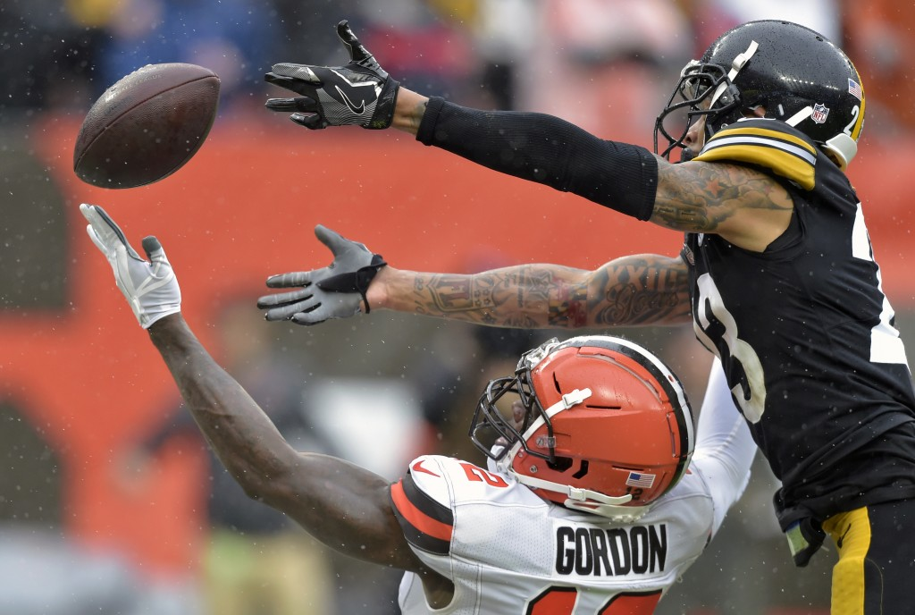 Cleveland Browns wide receiver Josh Gordon, bottom, cannot hold onto the ball under pressure from Pittsburgh Steelers defensive back Joe Haden, top, d