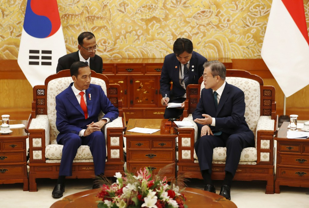 "Indonesian President Joko ""Jokowi"" Widodo, left, talks with South Korean President Moon Jae-in, right, during their meeting at the presidential Blue H"