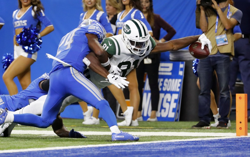 New York Jets wide receiver Quincy Enunwa (81) reaches to score on a 21-yard touchdown reception as Detroit Lions defensive back Nevin Lawson (24) def