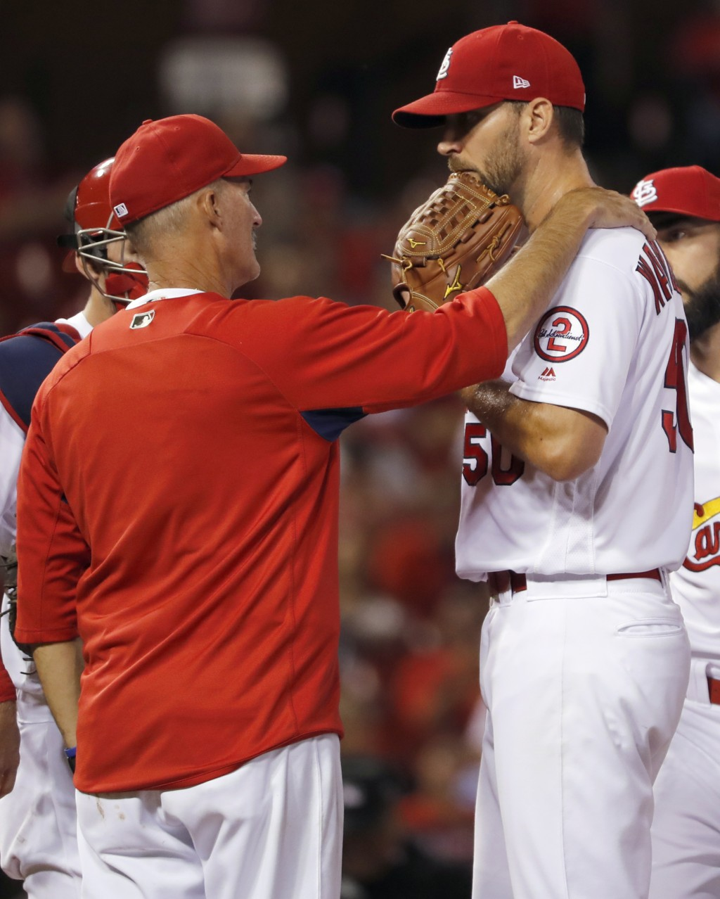 St. Louis Cardinals pitching coach Mike Maddux, left, talks with starting pitcher Adam Wainwright during the third inning of a baseball game against t