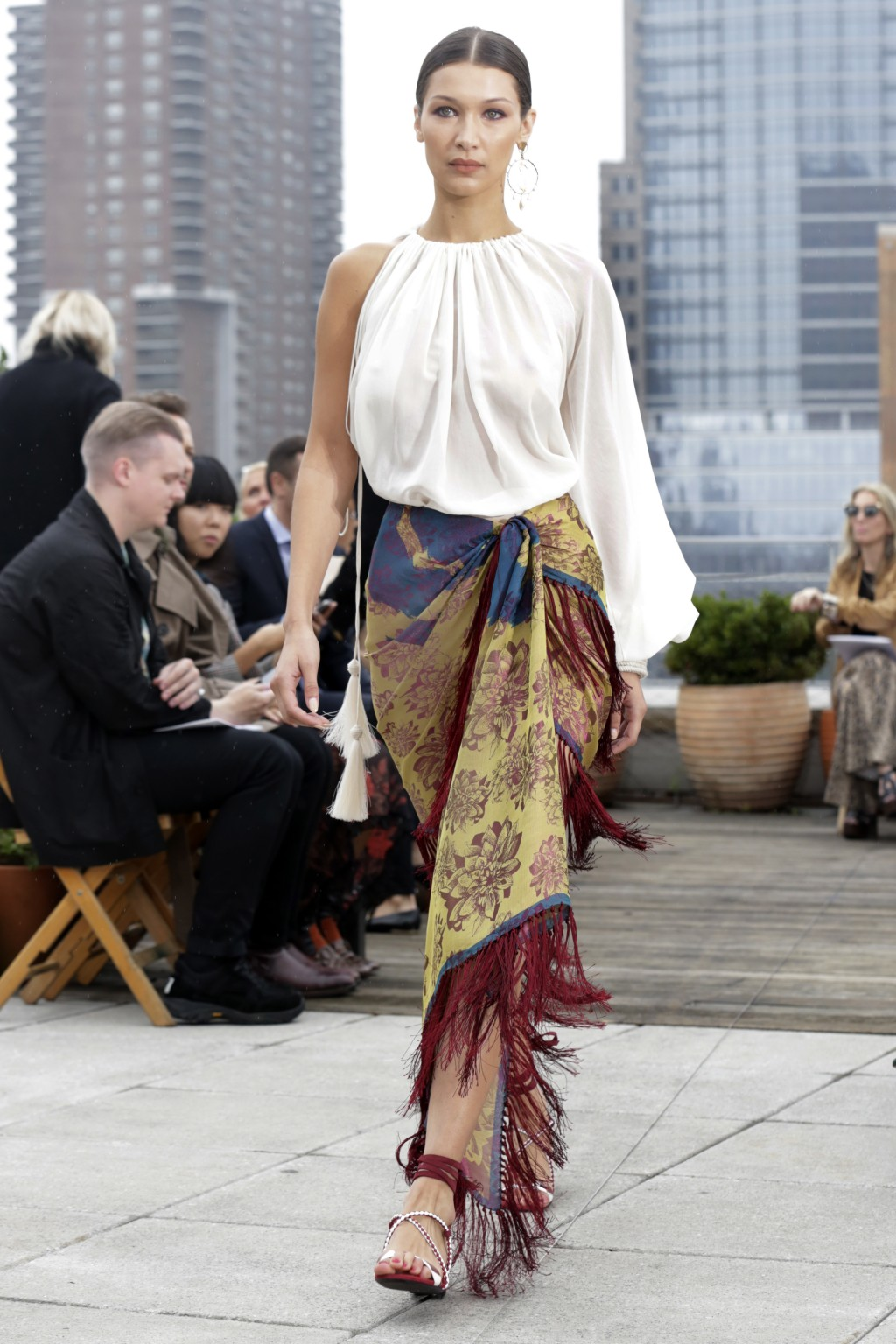 Bella Hadid models fashion from the Oscar de la Renta spring 2019 collection during Fashion Week in New York, Tuesday, Sept. 11, 2018. (AP Photo/Richa