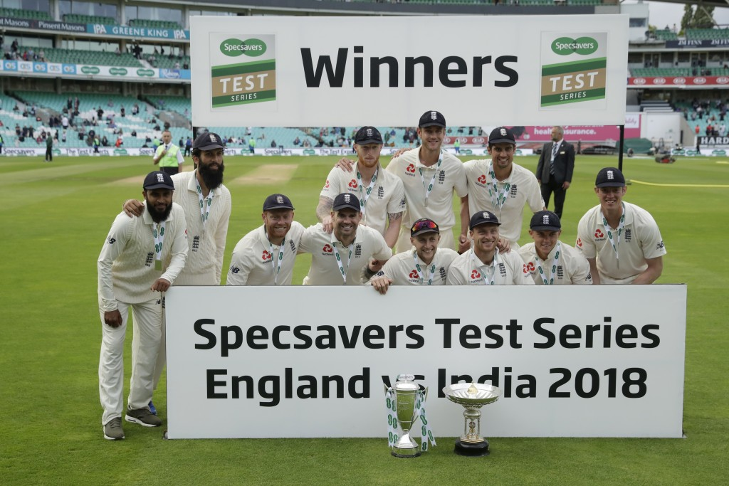 England pose for a team photo after winning the fifth cricket test match and the five match series between England and India at the Oval cricket groun