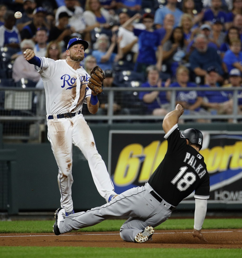 Kansas City Royals third baseman Hunter Dozier throws to first for the out on Chicago White Sox's Welington Castillo while Daniel Palka (18) advances