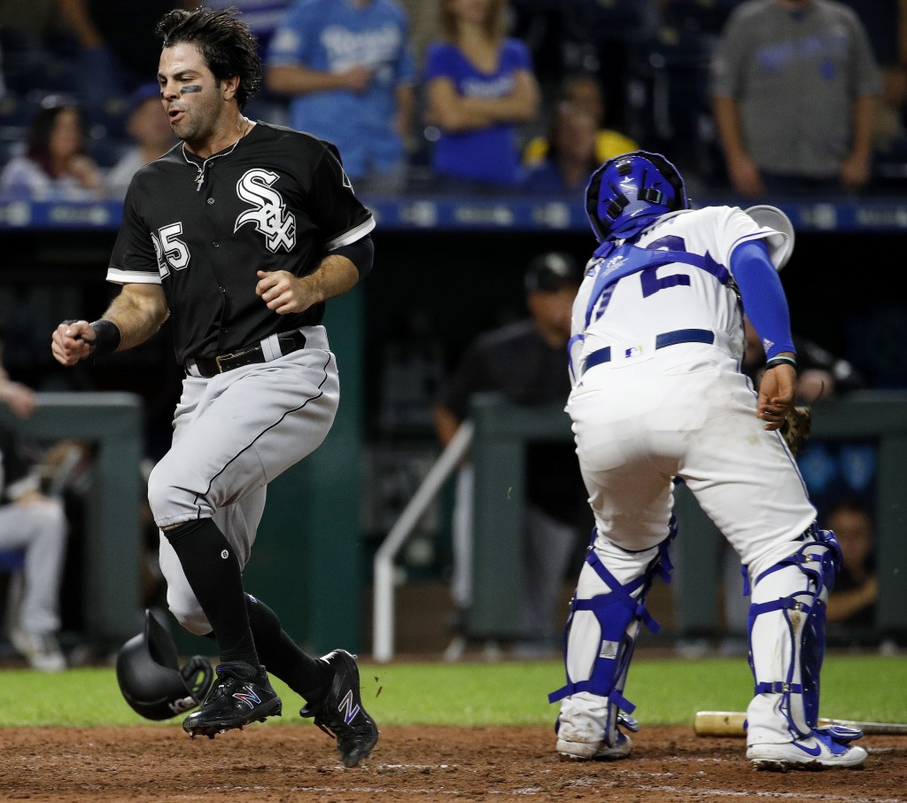 Chicago White Sox's Ryan LaMarre (25) runs home past Kansas City Royals catcher Meibrys Viloria to score on a single by Tim Anderson during the ninth