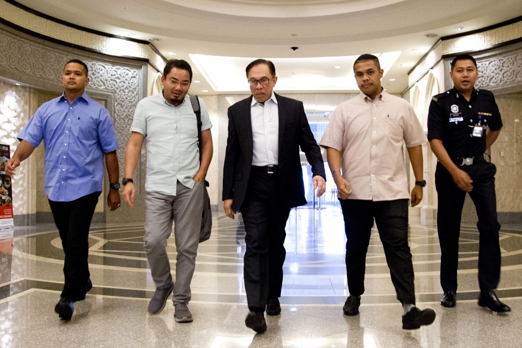Malaysia's politician Anwar Ibrahim, center, arrives at Federal Court for a court hearing in Putrajaya, Malaysia, Friday, Sept. 14, 2018. Anwar, who i