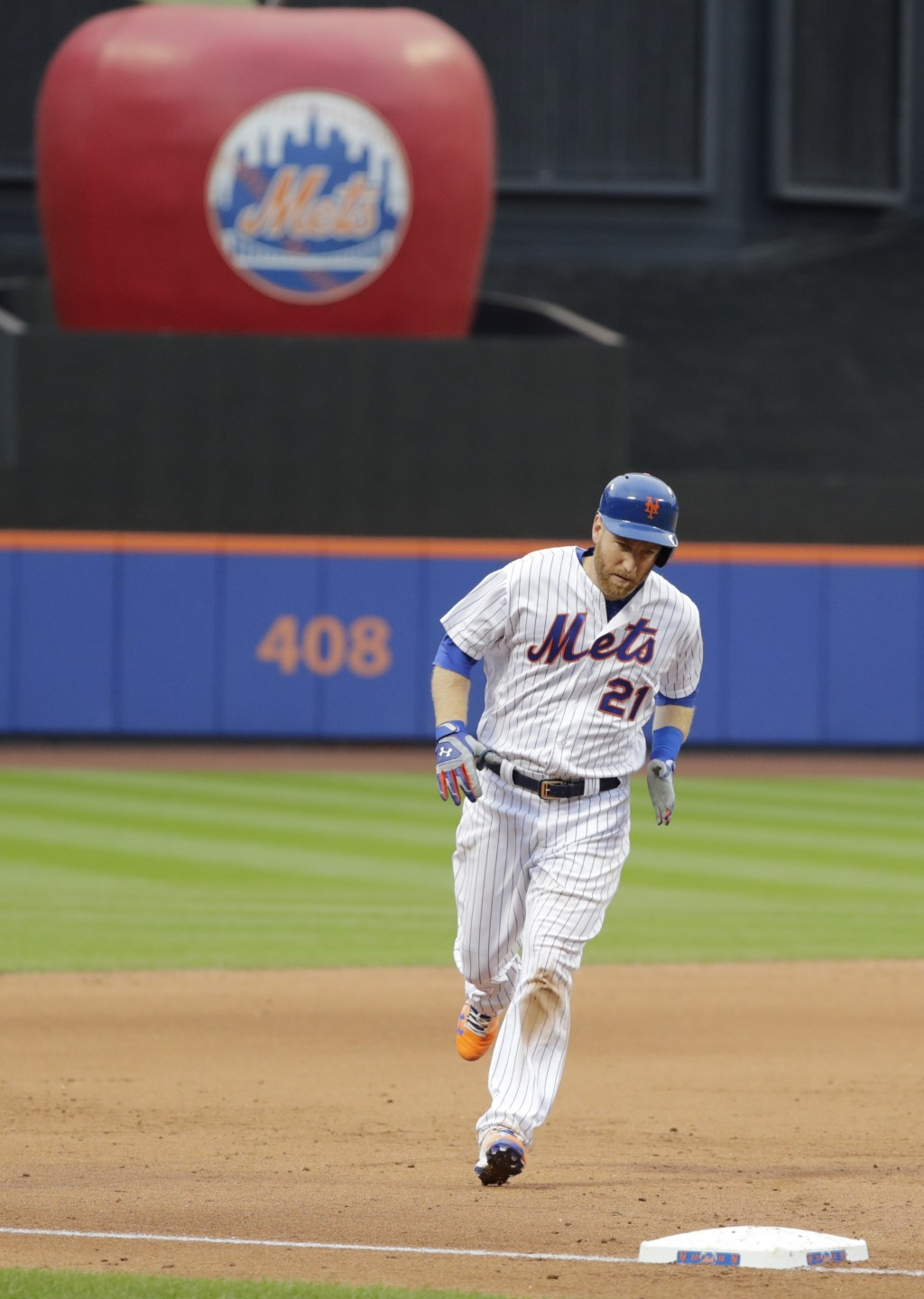 New York Mets' Todd Frazier (21) runs the bases after hitting a walkoff home run during the ninth inning of the first baseball game of a doubleheader