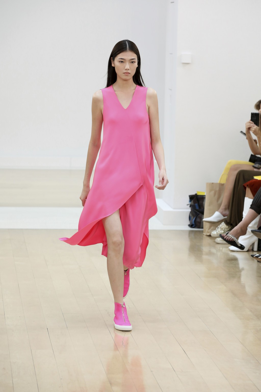 A model wears a creation by designer Jasper Conran during the Spring/Summer 2019 runway show at London Fashion Week in London, Saturday, Sept. 15, 201