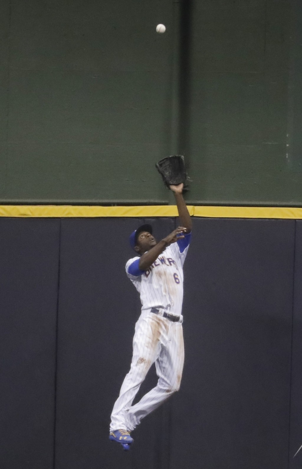 Milwaukee Brewers' Lorenzo Cain makes a catch at the wall on a ball hit by Pittsburgh Pirates' Jordy Mercer during the second inning of a baseball gam
