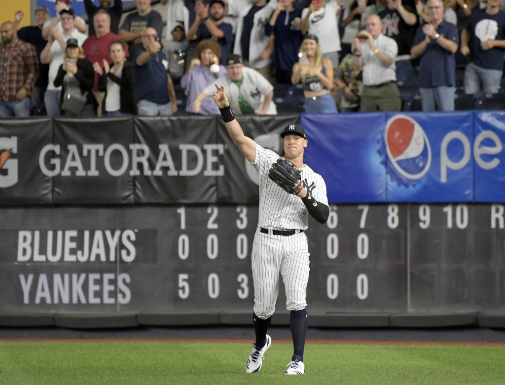 New York Yankees right fielder Aaron Judge gets an ovation from the fans as he warms up coming into the baseball game in the eighth inning against the